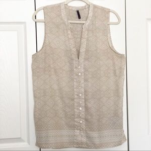 NYDJ beige/white sleeveless Vneck top